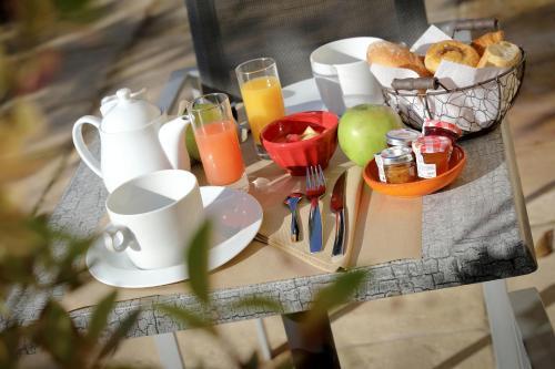 Petit déjeuner au mas de castel
